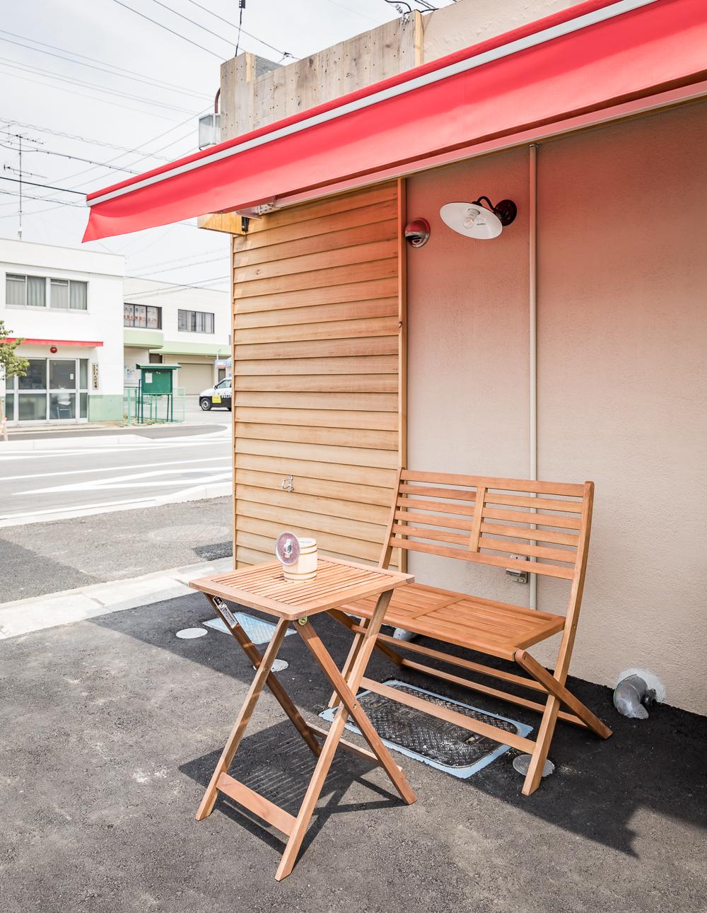 店内禁煙・屋外に喫煙スペースあり